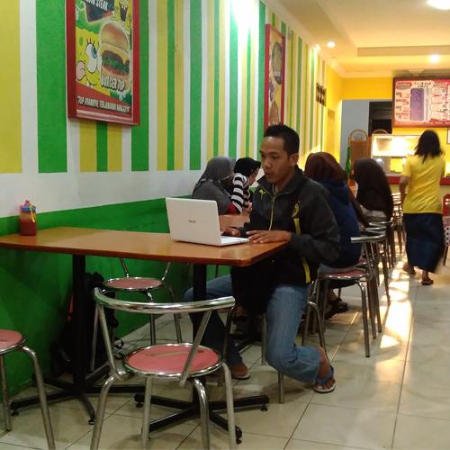 Saya-sedang-riset-di-cafe-1